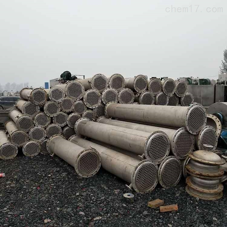 <strong><strong>钛材质80平方列管式冷凝器化工设备大量处理</strong></strong>
