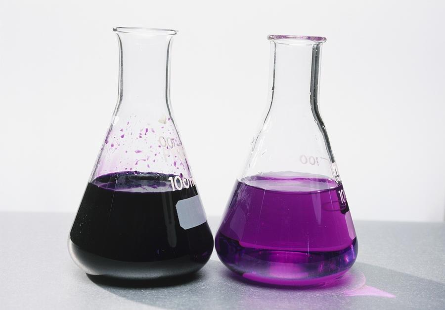 配制好的高锰酸钾标准溶液