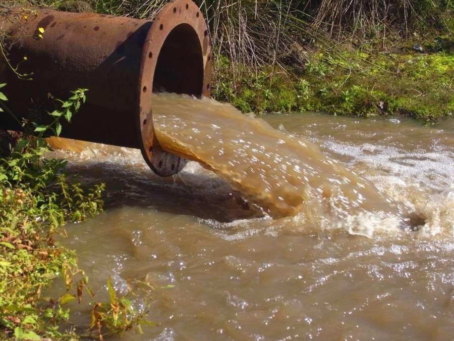 受污染的水质色度